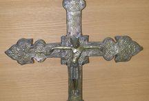 Croce processionale, da Paray-Le Monial (Musèe du Hieron) / Foto ottobre 2010. Dal museo dedicato all'Eucaristia a Paray-Le Monial. Croce di autore limosano della metà del XII secolo. Opera in rame, su anima di legno.