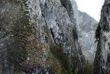 Békás szoros meredek sziklafalakkal