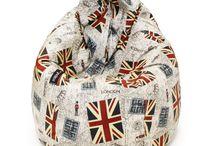 Colección British Flag / En Mipuf nos gusta Londres y eso se nota, ¿verdad? Son muchos los motivos por los que esta ciudad atrae tanto y es por ello que queremos ofrecer a sus admiradores la posibilidad de vestir nuestros productos con esta colección. O porque quizás simplemente te apetezca darle un toque british a tus estancias. Londres está de moda y nosotros queremos ayudarte a estar a la última en casa o en tu negocio.