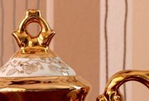 Tea for Two / Traditional elegance: warm, reddish woods and smooth satiny or glossy surfaces give classic, gracefully built furniture an elegant touch.