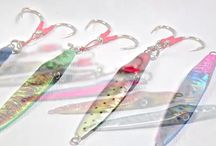 Squish Erratic Fall Jigs / Vertical jigging for pelagic and bottom dwelling gamefish has been around for a while now and anglers are aware of how effective these baits can be. The only downfall to knife and butterfly jigs is how quickly they can move through the strike zone before a fish can react. The Savage Gear Squish is a center balanced jig that moves erratically sideways through the water column to keep the bait in a fish's strike zone longer.