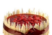 Dorty pro speciální příležitost / V životě existuje mnoho důvodů k oslavám , a každá z nich je vynikající záminkou proč si dopřát lahodný dort. Tvrdíme, že dorty by měly být stejně speciální jako je příležitost, ke které se slaví!