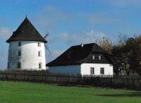 Větrný mlýn Vrátno / Historická budova větrného mlýnu (postaven roku 1870) je nyní na prodej.