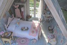 Dollhouse Miniatures / by Danielle 'Ruehle' Raad