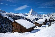 Zermatt / Zermatt je švýcarské městečko na konci údolí Mattertal, které je známým turistickým střediskem. K rozmachu turismu zde došlo spolu s prvními pokusy o zdolání Matterhornu.