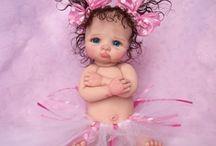 miniaturas de muñecas