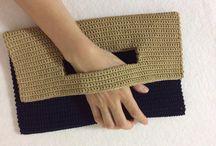 かぎ針編みのクラッチバッグ