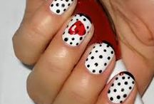 nails / by Paula Pyscher