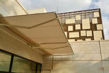 Piuma / PIUMA è la nuova proposta di Shadelab nelle tende a bracci su barra quadra. Sviluppata con la collaborazione dello studio di architettura Mario Mazzer, PIUMA si distingue per le sue linee minimaliste ed essenziali ed è disponibile fino a una sporgenza massima di 3,15 m.