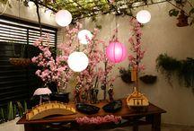 RESTAURANTE ORIENTAL / Inspirações para um delivery de comida japonesa intimo e aconchegante. Vamos transformar a fachada e o hall em uma verdadeira casa japonesa. Cores padrão com toque de sofisticação em concreto, madeira e muita vegetação.
