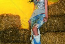 Special Guests: Adelina & Oana / Noua colectie iti este adusa de doua personaje celebre din showbiz. Oana Zavoranu iti prezinta noua colectie Mexton primavara 2014, iar Adelina Pestritu iti prezinta ultima colectie Fofy. Aceastea cuprind bluze din dantela, rochii, jeansi, salopete si multe altele intr-o gama larga de culori, texturi si modele!