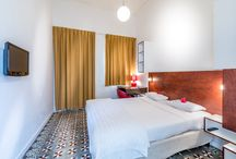 Comfort room / These tastefully decorated rooms (17 – 25 m2) are situated around a tropical courtyard with a plunge pool , sun chairs and luxurious lounge chairs. These rooms can be booked as a single or double room.