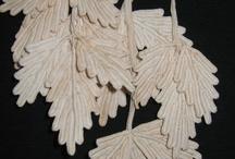 foglie all'uncinetto e di panno