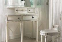 Vanity Table / http://www.vanity-table.net/