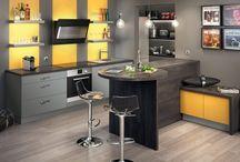 Des alternatives à l'îlot de cuisine / Votre cuisine ne vous permet pas d'accueillir un îlot central ? D'autres solutions conviviales et fonctionnelles existent pour ouvrir votre cuisine sur votre séjour ! On vous montre ? #cuisines #cuisinesequipees #ilot #epi #multifonction #coin repas #espacebar
