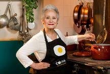 Recetas de La abuela Lolita / El programa de recetas La abuela Lolita, presentado por la cocinera Dolores Valcárcel, nos muestra las recetas más tradicionales de la cocina española. El programa de televisión La abuela Lolita se emite, en exclusiva, en Canal Cocina, canal disponible en todos los operadores de televisión de pago de España que puedes consultar en la sección dónde vernos http://canalcocina.es/television/donde-ver-canal-cocina/ Más información del programa: http://canalcocina.es/programa/la-abuela-lolita