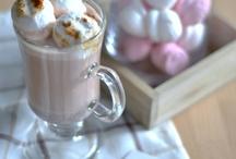Napoje gorące / Aromatyczne kawy i herbaty serwowane w lokalu i na wynos.