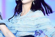Gfriend / Members; Eunha, Yuju, Sinb, Yerin, Umji,  Sowon.  Bias: Yuju.