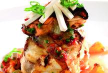 Segons Revista Cuina / Són els plats més forts dels àpats, on regnen sobretot el peix i la carn, ja sigui aquesta blanca o vermella.