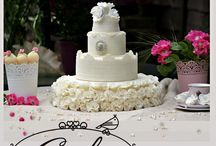 Vintage queen / elegant wedding cake with edible lace and roses