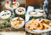 I NOSTRI dessert e pasticcini / Il lato dolce del nostro servizio catering: possiamo preparare qualsiasi dolcezza. Biscotti, cupcake, muffin, cake pop, pasticcini, tartellette con crema e frutta, mini cheesecake, mini bavaresi e tutto quello che ci richiederete. Piccole delizie per accontentare tutti e organizzare sontuosi candy corner: qui trovate qualche dolcezza preparata dalla nostra pasticcera Giulia! Contatti e preventivi per il nostro servizio pasticceria: 02 354 2844