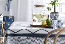 Kaunista keittiöön. / Keittiöpyyhkeet, pöytäliinat, seinäkellot, tuolit, ruokapöydät, kauppakassit, kankaat, verhot ja matot.