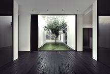 Modern minimalism | Nowoczesny minimalizm / Minimalistyczne wnętrza charakteryzuje elegancja i styl. Jednolite powierzchnie, mała ilość dodatków sprawiają, że aranżacje stają się ponadczasowe.