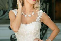 Necklace / Swarovski crystal necklaces ; bride necklace ; wedding necklace; pearl necklace ; crystal necklace
