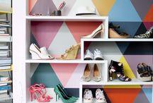 Wall of Shoes / Chaussures : ballerines, escarpins, bottines, baskets, sandales, chaussons... Du moment que ça se porte au pied, ça sera répertorié par ici