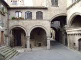 Centro Medievale Viterbo / Il 28 aprile alle ore 11.00 è la volta del Quartiere medievale di San Pellegrino e del Museo del Sodalizio dei Facchini di S. Rosa a Viterbo. Invasore: @piccolimusei #invasionidigitali
