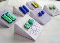 Jewelry: Display Ideas / My jewelry creations are incomplete without proper, beautiful and functional display and packaging solutions. These are the brilliant ideas I find along the internet... Well, at least they have the potential to be brilliant.