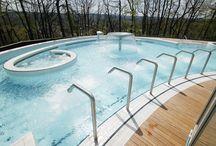 Nos bains - Thermes de Spa / Découvrez les Thermes de Spa de l'intérieur. 800 m² de bassins intérieurs et extérieurs alimentés en eau de source minérale naturelle chauffée à 33°c