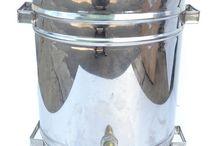 ВОСКОТОПКИ / Паровые воскотопки на 12 и 17 литров.  Солнечные на 1 и 2 рамки Подробнее: http://www.uley.in/product-category/voskotopki/