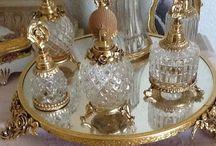 Flakony a šperkovnice