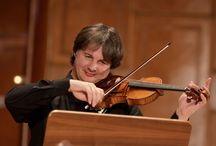 Violonistul Liviu Prunaru cântă Paganini pe vioara Stradivarius, la Sala Radio, pe 6 martie / foto Virgil Oprina, Constantin Barbu