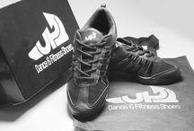 Zumba sko / Der findes mange producenter og forhandlere af zumba sko, men der er flere forskellige grunde til, at du skal købe zumba sko fra 2SKIN Læs mere: http://www.2skin.dk/blog-nyheder