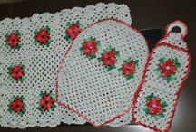 Tapetes de barbante (variados de banheiro e de cozinha).