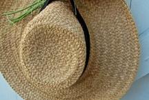 Des boites et des chapeaux