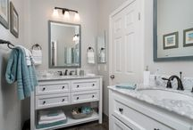 Over-the-Hill Jack & Jill Guest Bath Goes From Catastrophe to Coastal Chic / Bathroom Design Trends, Remodeling, Interior Design
