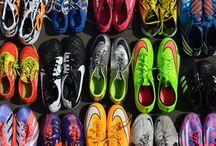 Oude, gebruikte voetbalschoenen / Football Maties zamelt oude, gebruikte voetbalschoenen in om ze een goede tweede bestemming te geven voor projecten in Afrika.