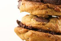 {Desserts} Cookies / by Jodi Keller