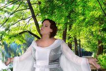 Brautkleider große Größen / Wir haben langjährige Erfahrugen mit Hochzeitskleidern für Mollige in XL bis XXXL. Brautkleider für große Größen direkt vom Hersteller.