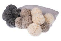 :::::POMPOM BLANKETS:::::KOCE Z POMPONAMI::::: / Piękne pledy z ogromnymi pomponami. Wybierz swoje kolory i stwórz swojąulubionąkonfigurację.// Beautiful blankets with huge pompoms. Choose your favourite colours and create your favourite model.