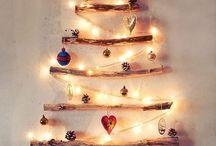 Alberi di Natale ecologici / Una raccolta di immagini con alberi di Natale realizzati con materiali di riciclo