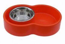 Ciotola Eureka anti-formiche / Si tratta di una ciotola per cani e gatti che impedisce alle formiche di accedere al cibo semplicemente usando come ostacolo l'acqua da bere.