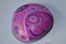 A lot of Rocks that Rocks a lot! / Beschilderen van stenen. painting pebbles / by Anne
