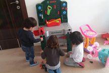 Lovely Kids Play School / Bir işletmeden daha çok sevgi temelinde faaliyet gösteren bu oyun okulunda Türk ve yabancı uyruklu 2-12 yaş grubunda çocuklara çeşitli akıl oyunları Aktiviteleri, Montessori Tekniği, Nikitin Tekniği, Türk ve Dünya Masalları, Drama, Çeşitli Müzik Enstrümanları Eğitimi, Fen, Doğa Bilim ve Meslek Atölyeleri, İngilizce Oyun Aktiviteleri, Çocuk Gelişimi ve Aile Seminerleri verilmektedir.