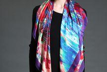 Collection Grand carré de soie / Grand Carré en pure soie.  C'est un format qui permet de créer encore plus de styles. Un accessoire chic pour les femmes!