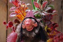 MAGIC DOLLS / Mythical Creatures from the deep Forest. OOAK Magical Dolls by Moisés Espino. The Goblin´s Lab. Madrid, España. 100% Handmade. Hechas a mano y alimentadas en casa. Duendes, Hadas, Trolls, Goblins, Brownies, Fairies, Elfs, Gnomes, Pixies....y un sin fin de otras más. ¿Quieres poner magia en tu día a día?  LINKS del artista: http://thegoblinslab.blogspot.com.es/ https://www.etsy.com/shop/GoblinsLab http://goblinslab.deviantart.com/