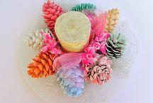 πολύχρωμα κουκουνάρια